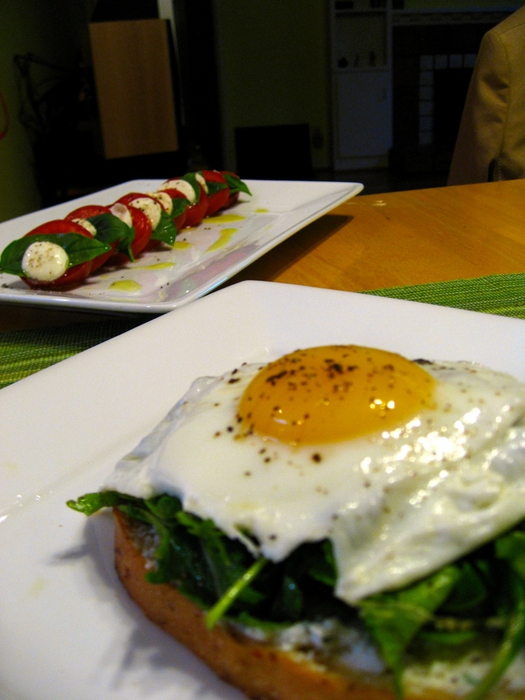 4278666_4658671095_68ca35a389_Dinner__Open_Faced_Sandwiches_with_Ricotta__Arugula__Proscuitto___and_Fried_Egg_with_Caprese_Salad_O (525x700, 246Kb)