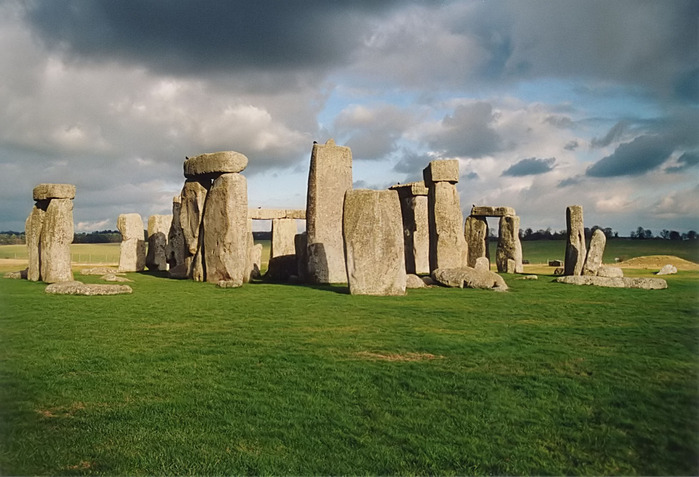 Stonehenge_back_wide (700x477, 115Kb)