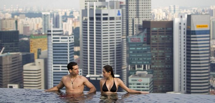 1277469023_infinity_pool_of_the_skypark-3 (700x334, 43Kb)