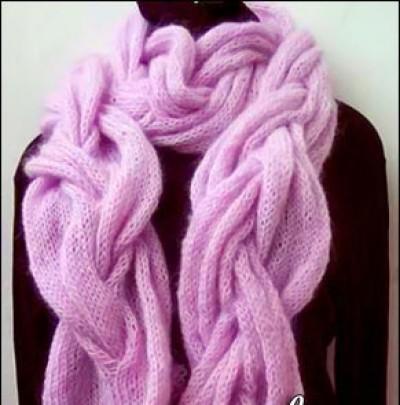 Розовый шарф косами из мохера