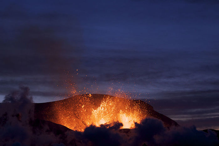 2822077_iceland_volcano_eruption1 (700x466, 38Kb)