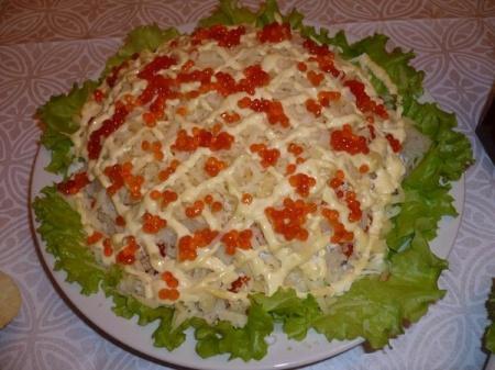 Салат с красной рыбой Копченую или соленую красную рыбу очистить от...