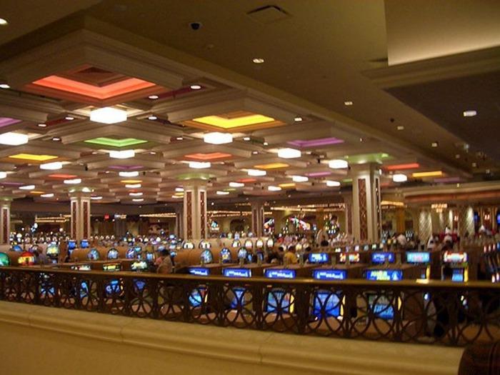 Красивый интерьер казино 5