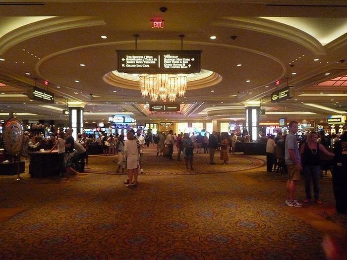 Красивый интерьер казино 11