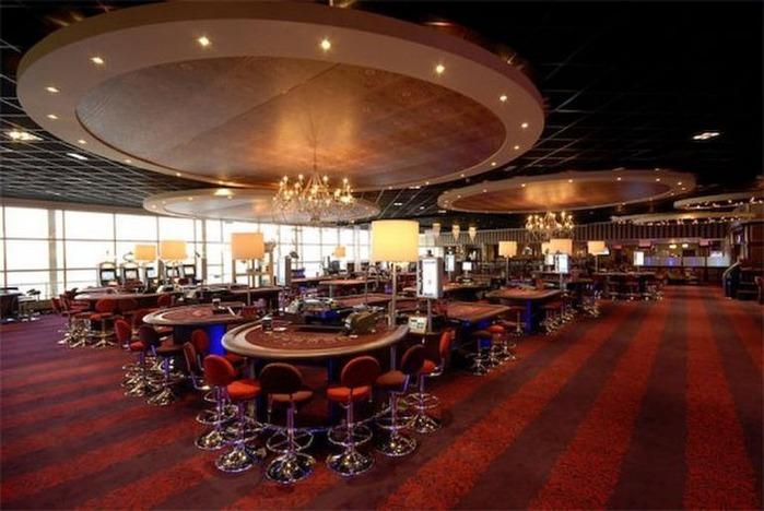 Красивый интерьер казино 28