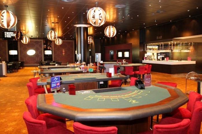 Красивый интерьер казино 32