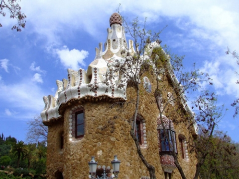 2010-08-28-15-39-02-8-this-fairy-tale-house-is-designed-with-unique-arch[1] (480x359, 156Kb)