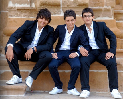 i-tre-tenori-tenorini-theTryo-Gianluca-Ginoble-Ignazio-Boschetto-e-Piero-Barone-430-2-ti-lascio-una-canzone (430x346, 66Kb)