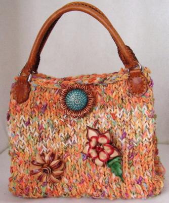 Описание: вязаные сумочки для девочек трех лет.