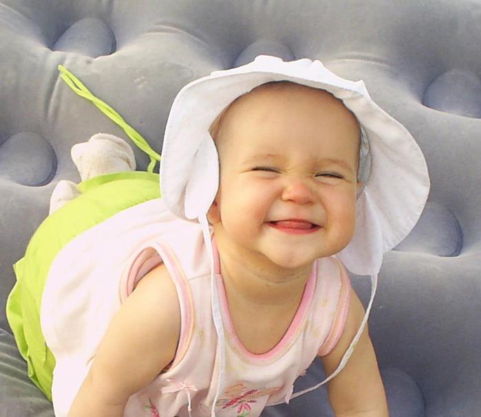 счастливая улыбка ребенка/3185107_rebenok (700x606, 83Kb)