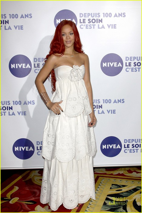 rihanna-nivea-celebration-in-paris-01 (468x700, 87Kb)