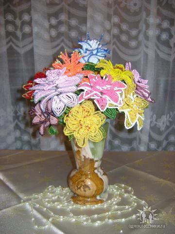 И еще цветы из бисера, авторы которых не известны.