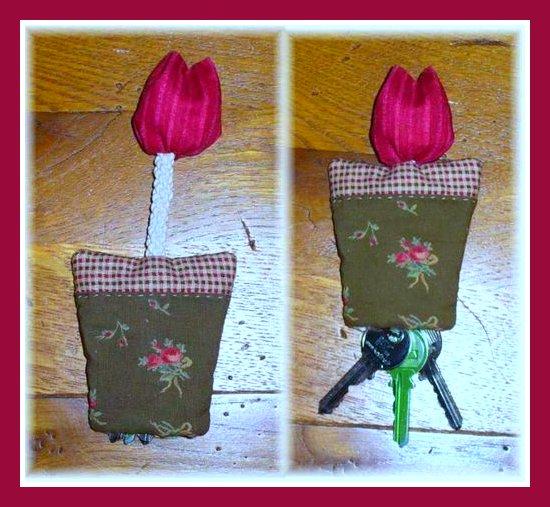 tulipa no vaso chaveiro (550x507, 70Kb)