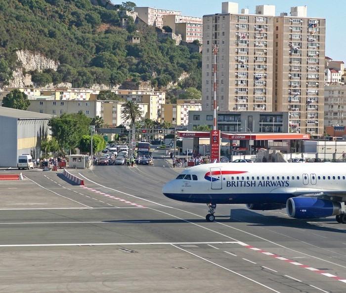 gibraltar-airport-122 (700x594, 148Kb)