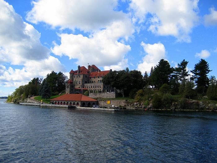 Замок Зингера (Singer Castle) на острове Дарк-Айленд (Dark Island) (Канада) 78759