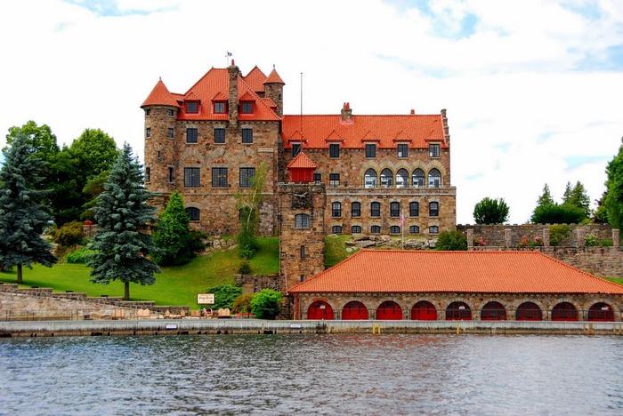 Замок Зингера (Singer Castle) на острове Дарк-Айленд (Dark Island) (Канада) 96427
