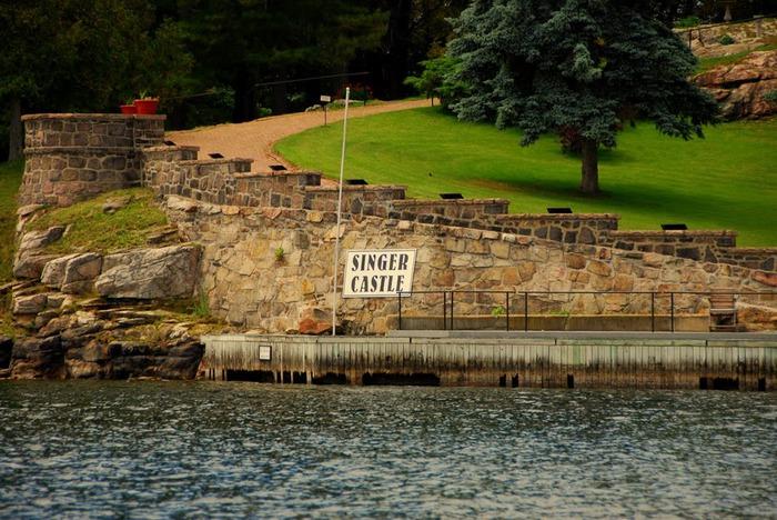 Замок Зингера (Singer Castle) на острове Дарк-Айленд (Dark Island) (Канада) 26888