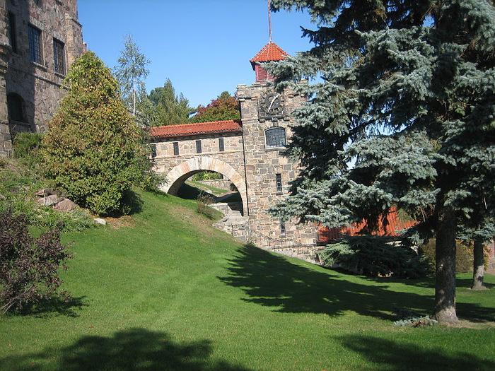 Замок Зингера (Singer Castle) на острове Дарк-Айленд (Dark Island) (Канада) 96727