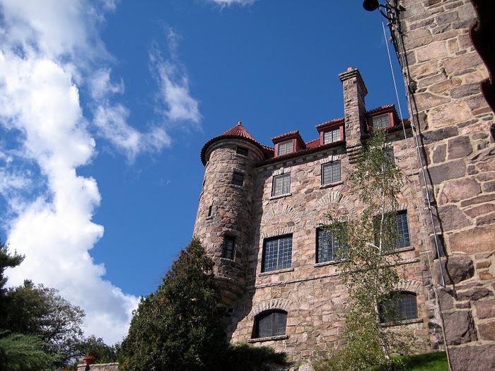 Замок Зингера (Singer Castle) на острове Дарк-Айленд (Dark Island) (Канада) 21944