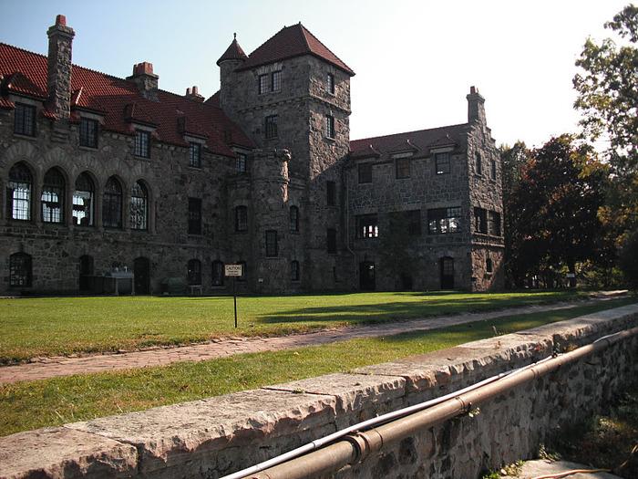 Замок Зингера (Singer Castle) на острове Дарк-Айленд (Dark Island) (Канада) 20276