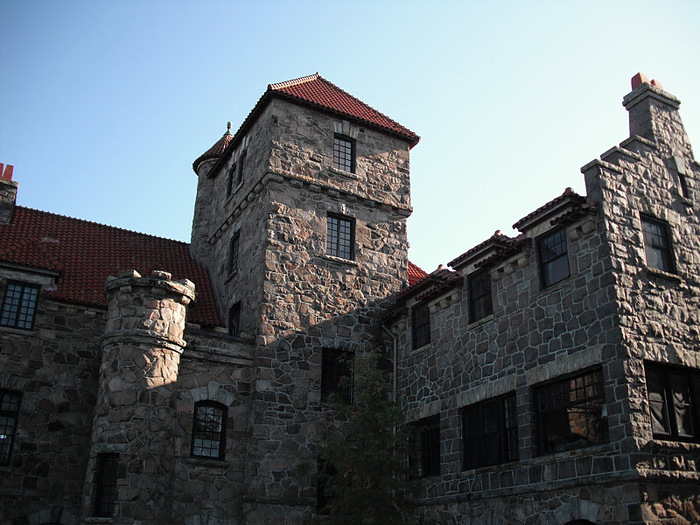 Замок Зингера (Singer Castle) на острове Дарк-Айленд (Dark Island) (Канада) 10267