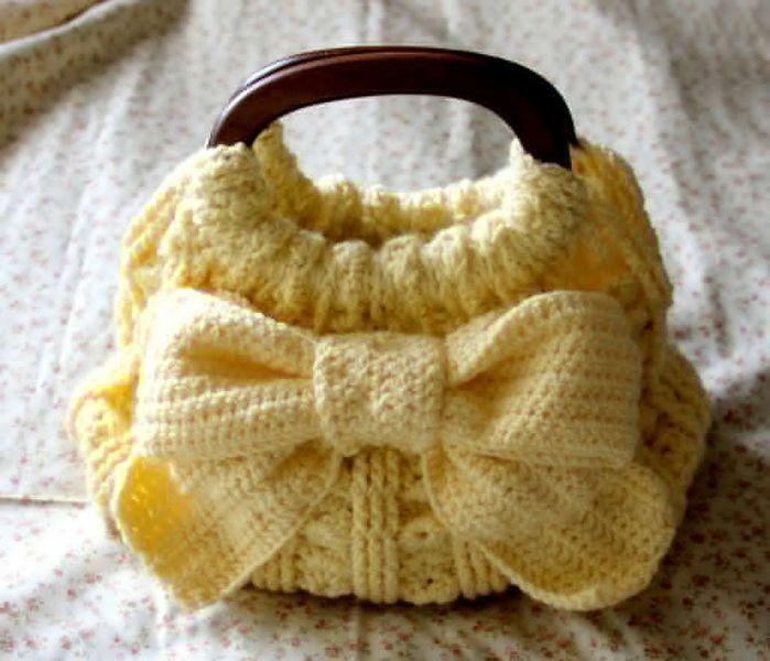 Прекрасная вязаная сумочка