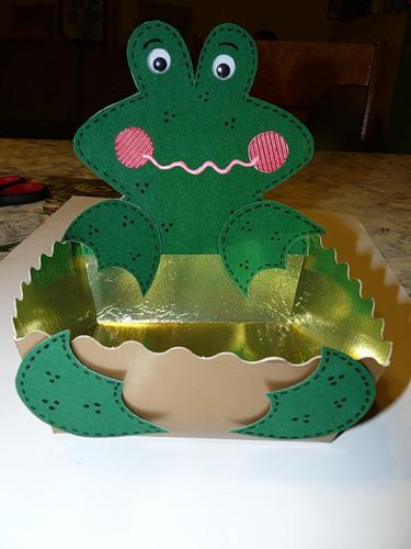 Лягушка из картона