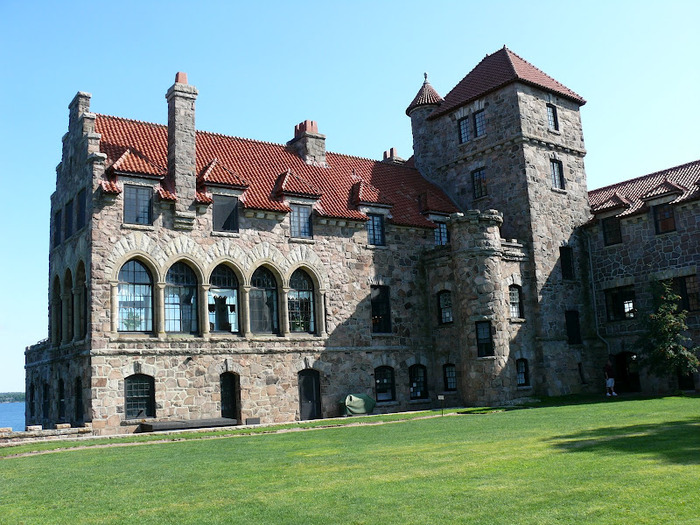Замок Зингера (Singer Castle) на острове Дарк-Айленд (Dark Island) (Канада) 17755