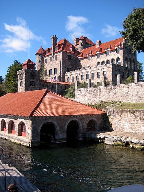 Замок Зингера (Singer Castle) на острове Дарк-Айленд (Dark Island) (Канада) 75800