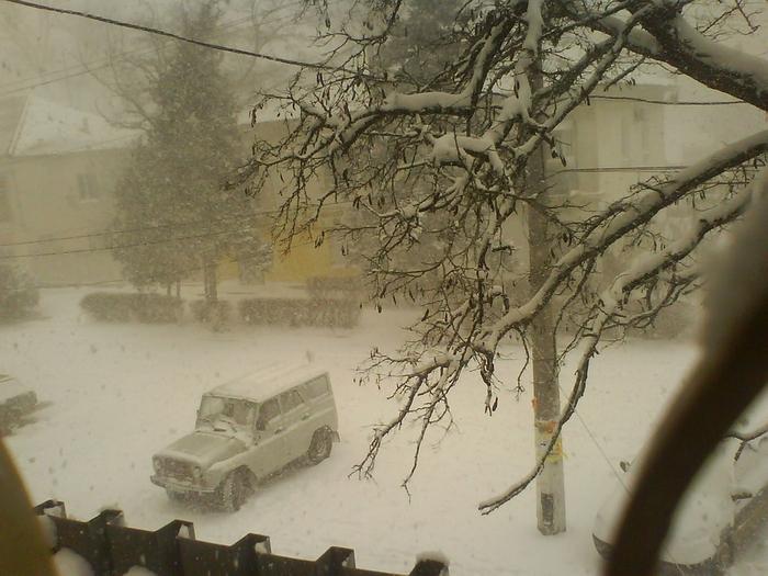 зима из окна и машина (700x525, 287Kb)