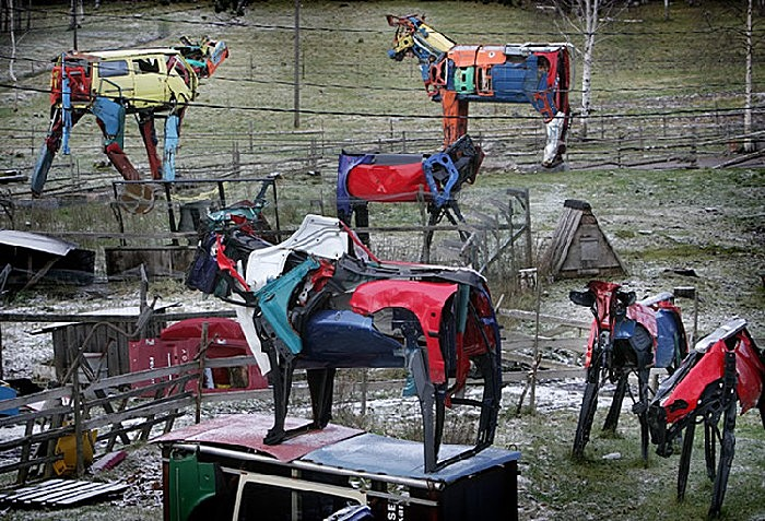 Стадо металлических коров от скульптора Мийна Эккиюрккя