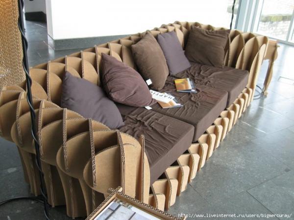 Есть мастера,которые делают мебель из картона а Михаил Редин решил...