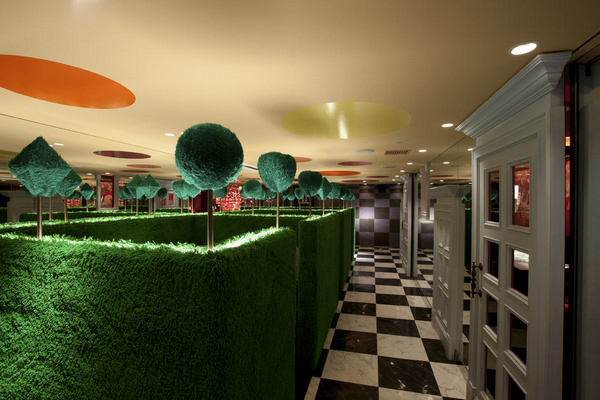 Alice-in-Wonderland-Restaurant-3 (600x400, 177Kb)