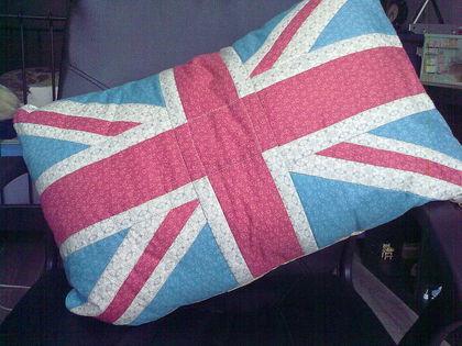 Подушка в стиле пэчворк, возможен любой размер и дизайн по Вашему.