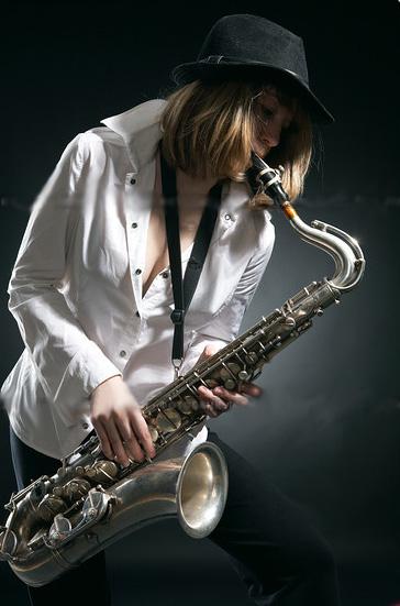 Смотреть онлайн порно с саксофоном