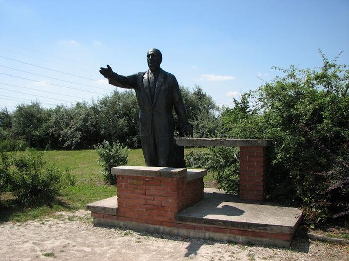 Памятники советского прошлого в Будапеште - Szoborpark 30824