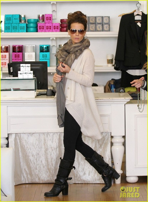 kate-beckinsale-shopping-with-hubby-01 (513x700, 95Kb)