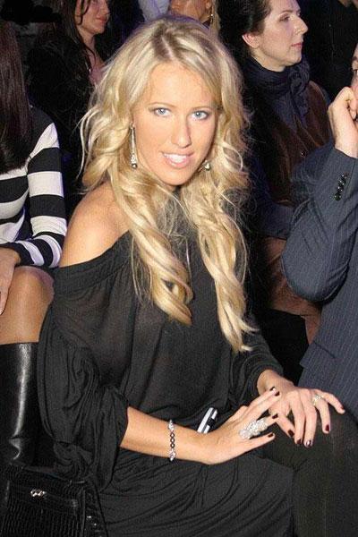 Ксения Собчак вышла в свет с новым возлюбленным (фото). Mercedes хочет име