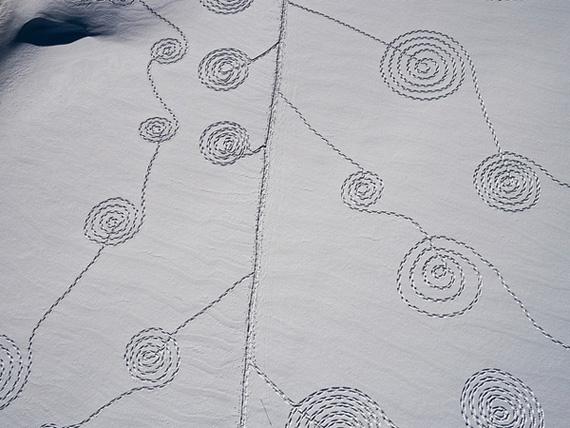 рисунок на снегу 2 (570x428, 110Kb)