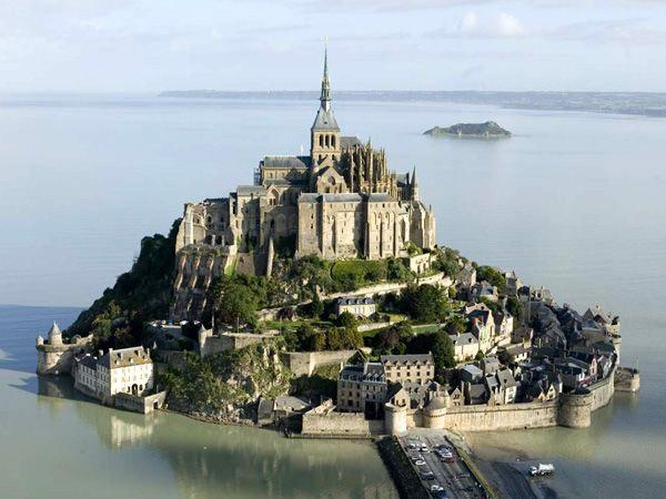 Аббатство Мон-Сен-Мишель,Франция (600x450, 63Kb)
