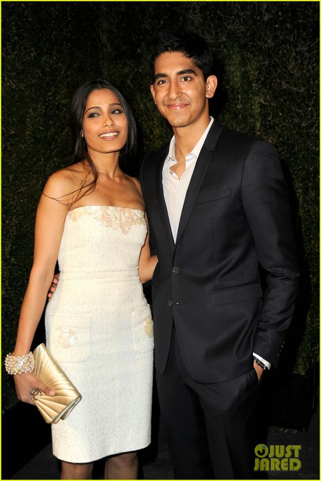 freida-pinto-dev-patel-chanel-pre-oscar-party-pair-02 (467x700, 81Kb)