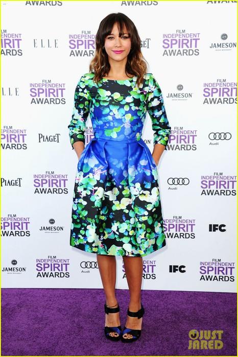 elizabeth-banks-rashida-jones-spirit-awards-2012-05 (466x700, 114Kb)