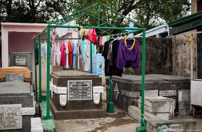 кладбище в маниле фото 10 (700x458, 441Kb)