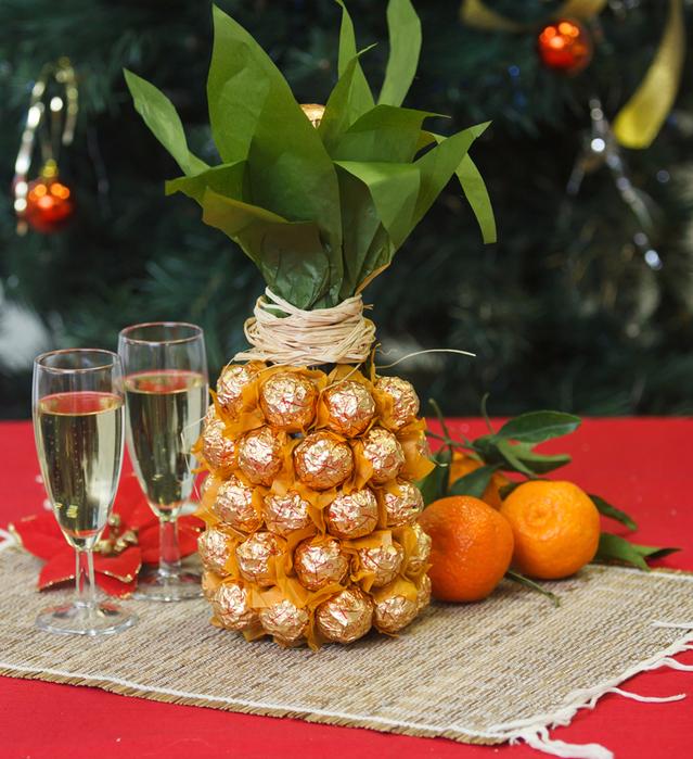 ananas-iz-shampanskogo-i-konfet-3 (639x699, 670Kb)