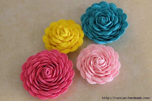 Украшаем заколку цветами из ленты зигзаг (9) (530x354, 134Kb)