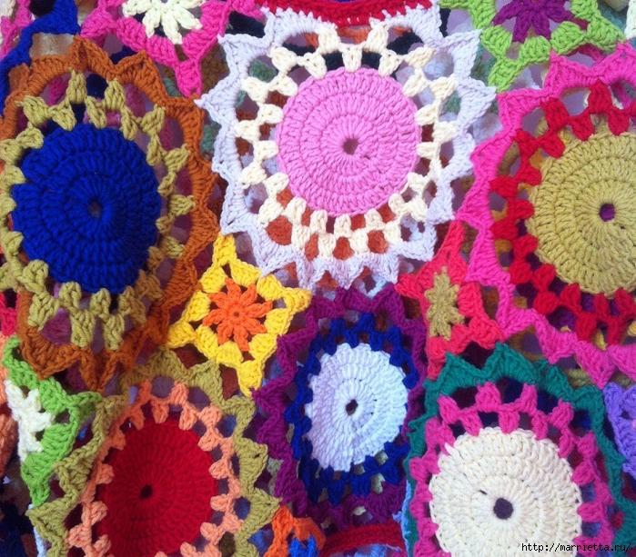 Летний яркий пуловер крючком из мотитвов (2) (700x613, 473Kb)