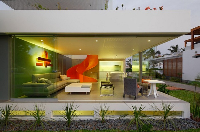 дом со стеклянными стенами 2 (700x462, 305Kb)