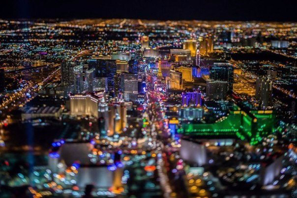 Фото Ночного Лас-Вегаса с высоты1 (604x402, 294Kb)