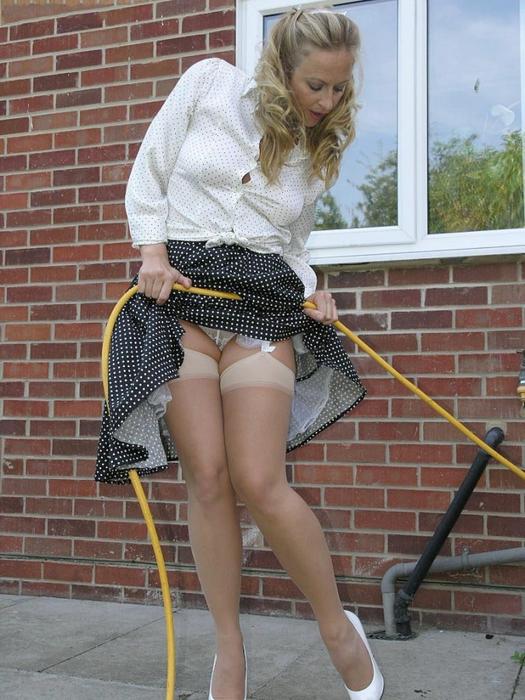 фото женщина в колготках голая