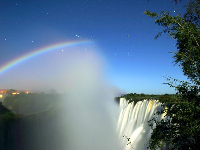 Lunar_Rainbow_3_-_ORION_L_-_Victoria_Falls_-_Calvin_Bradshaw_3 (700x525, 125Kb)